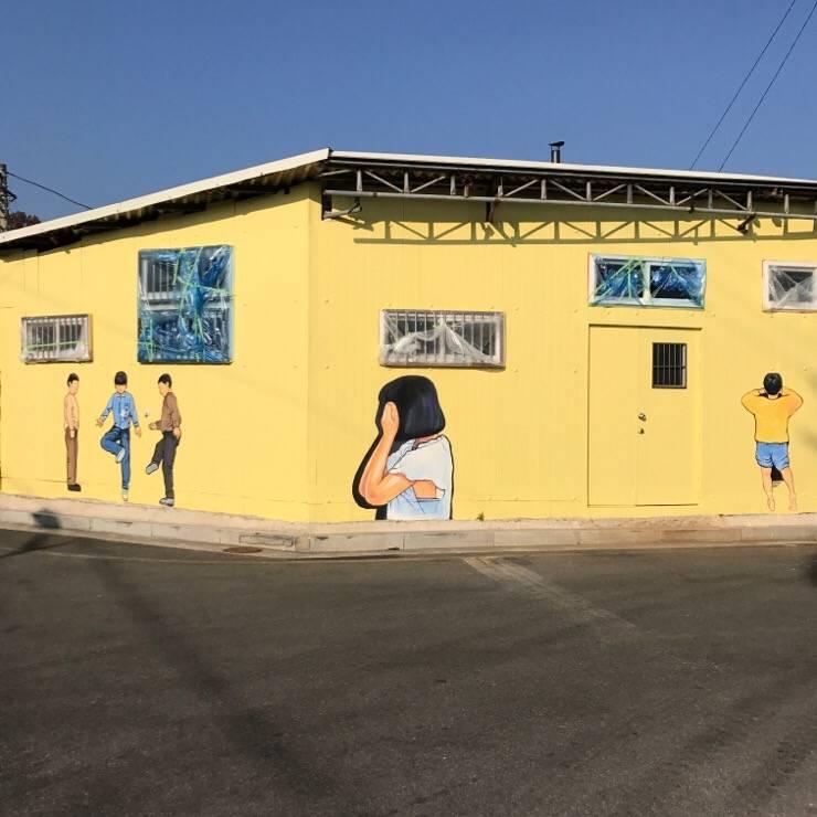 실외 벽화 프로젝트: 디자인브라더스의  학교,모던