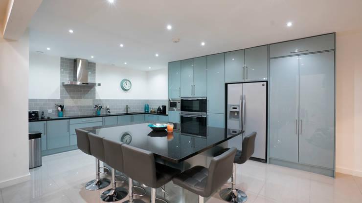 modern Kitchen by Cleveland Kitchens