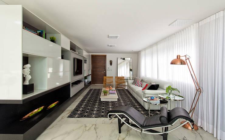 Living: Salas de estar minimalistas por Espaço do Traço arquitetura
