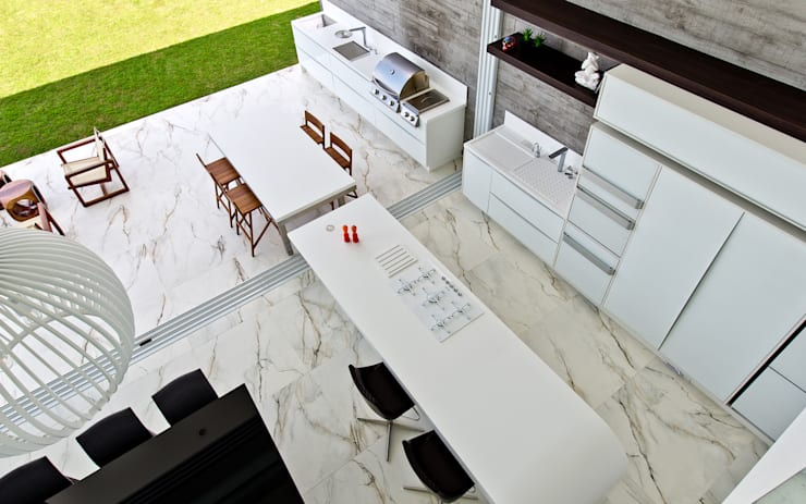 Espaço gourmet: Cozinhas minimalistas por Espaço do Traço arquitetura