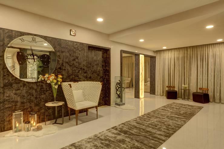 SIRAJ RESIDENCE:  Corridor & hallway by ALEX JACOB ARCHITECT
