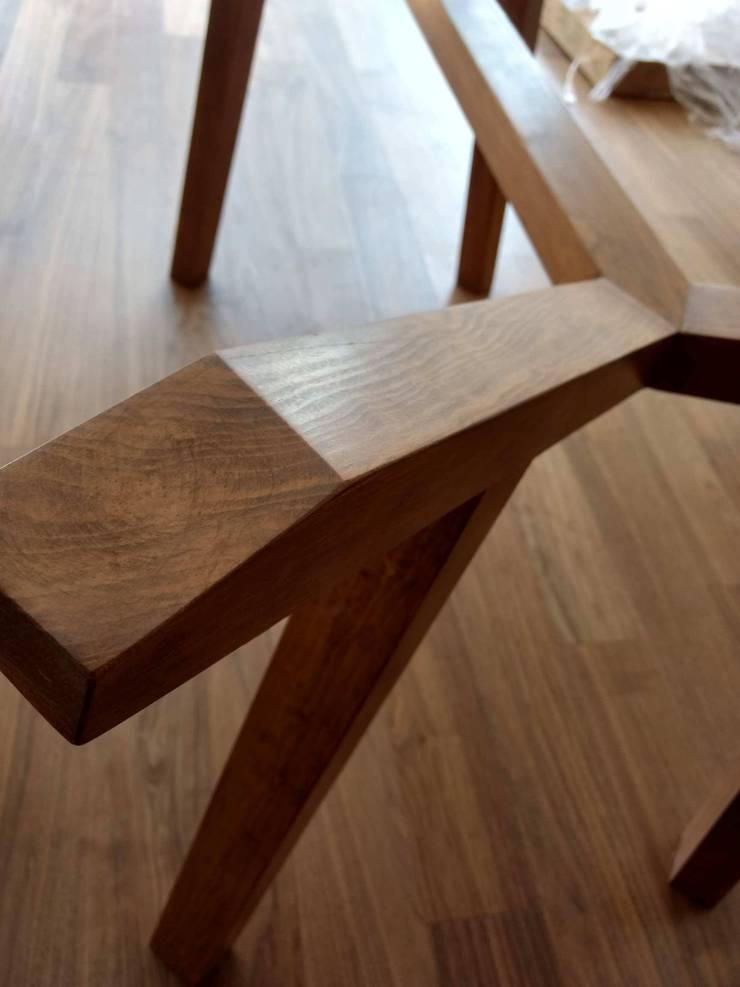 Dining room by Estilo en muebles,