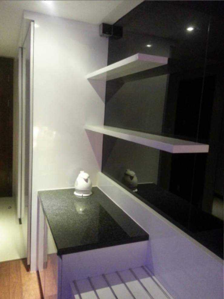 Mrs. Anita's Residence:  Dapur by ANJARSITEK