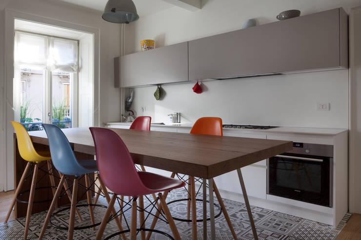 مطبخ ذو قطع مدمجة تنفيذ Filippo Colombetti, Architetto