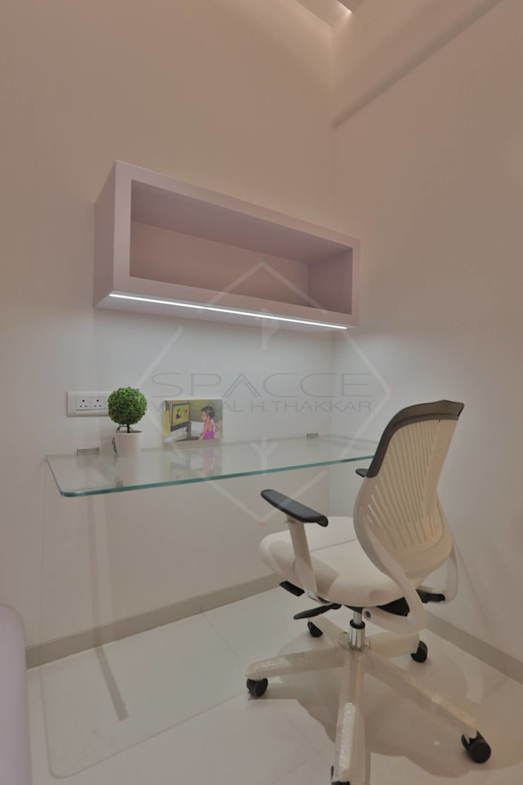 TAO..pure emptiness:  Study/office by SPACCE INTERIORS,Modern