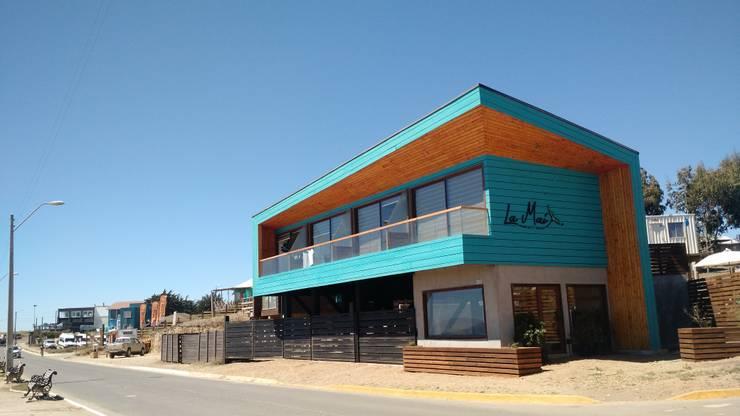 Vivienda Hostal La Mai: Casas de madera de estilo  por Kimche Arquitectos
