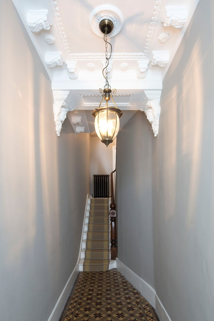 Entrance Hall:  Corridor & hallway by A2studio,
