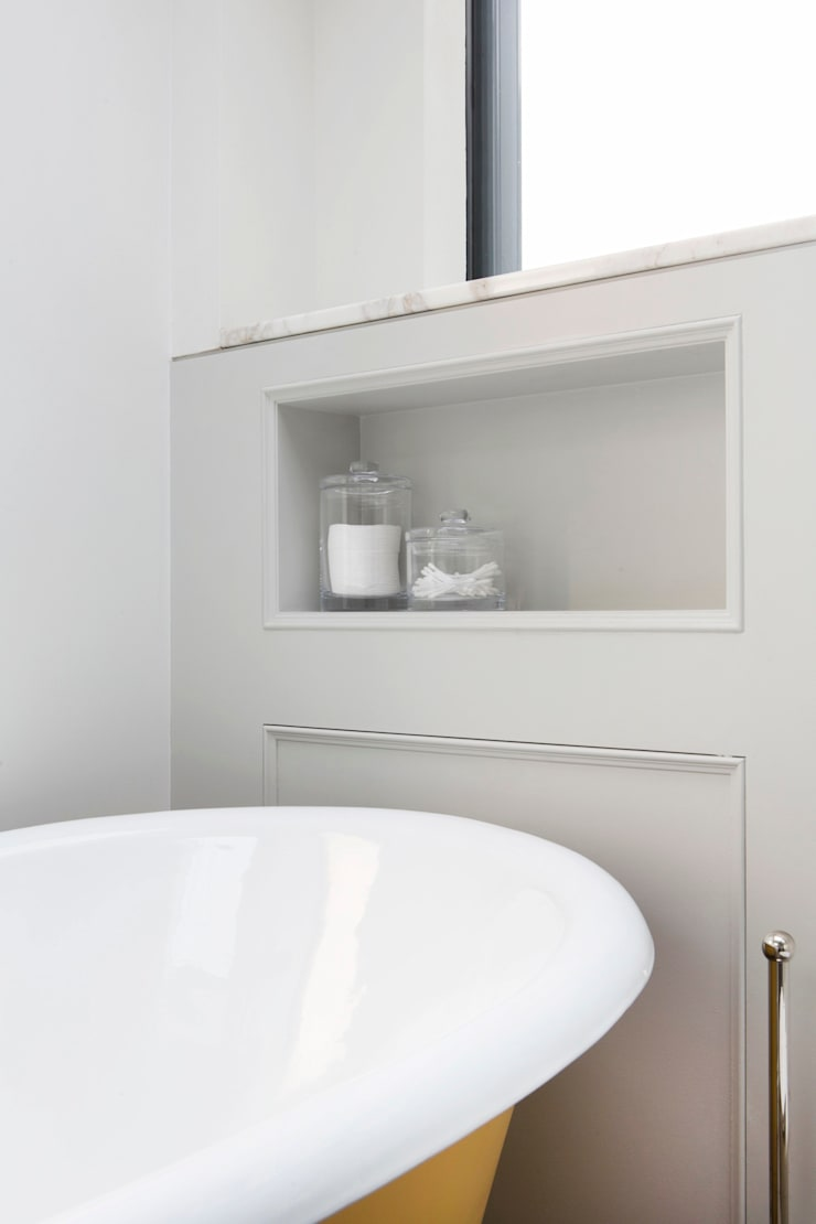 Integrated Shelf:  Bathroom by A2studio,