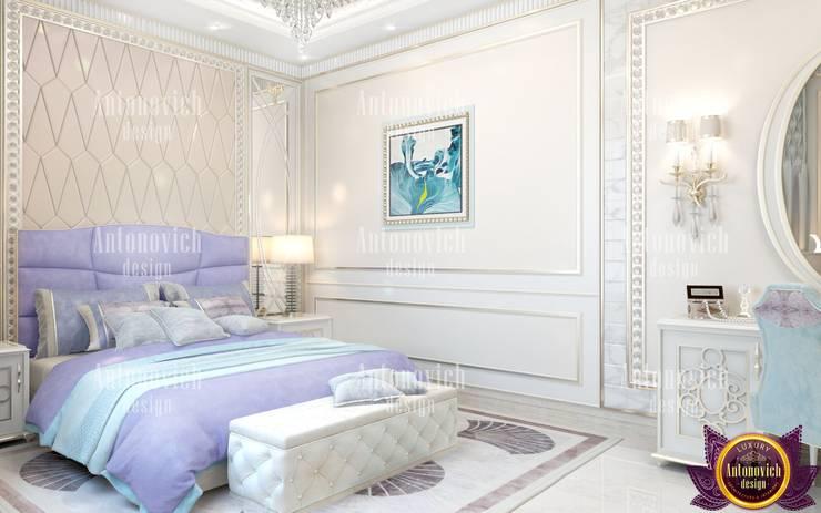 Fashionable interior designer in Los Angeles Katrina Antonovich:  Bedroom by Luxury Antonovich Design