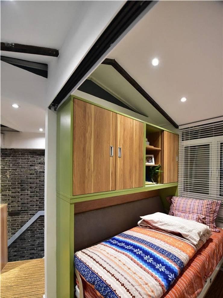 Một căn phòng nhỏ được bố trí dành riêng cho bé.:  Phòng ngủ by Công ty TNHH Thiết Kế Xây Dựng Song Phát
