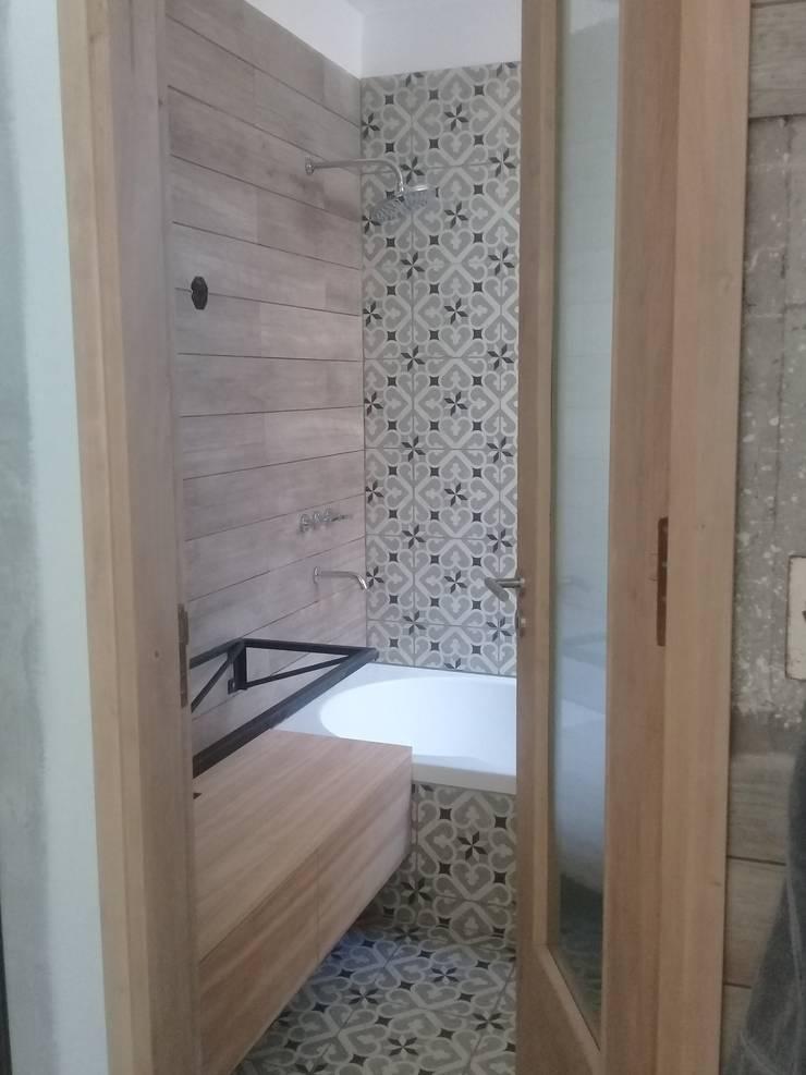BAÑO : Baños de estilo  por CRUZAT ARQUITECTURA Y CONSTRUCCION,
