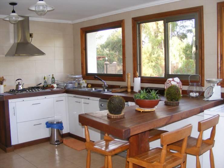 Cocina: Cocinas equipadas de estilo  por Casabella