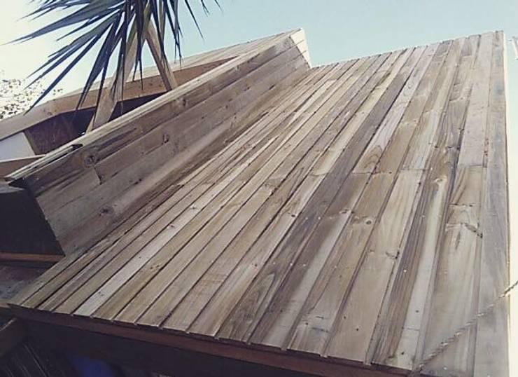 CUCA HOUSE: Casas unifamiliares de estilo  por Manuel Herrera