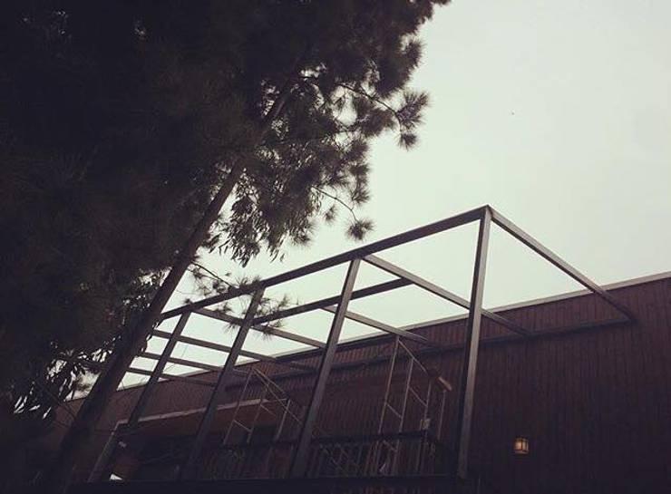 Estructuras de Acero: Casas de estilo moderno por Manuel Herrera
