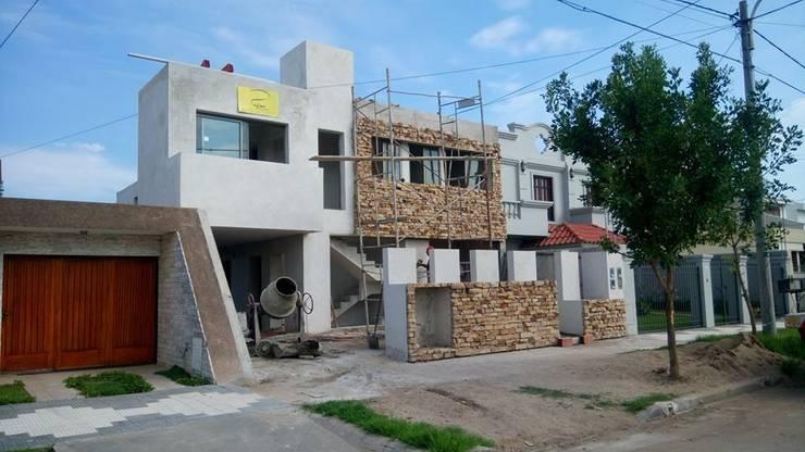 PROCESO: VIVIENDA MULTIFAMILIAR WG: Casas multifamiliares de estilo  por PRIGIONI Arquitectura y Diseño,