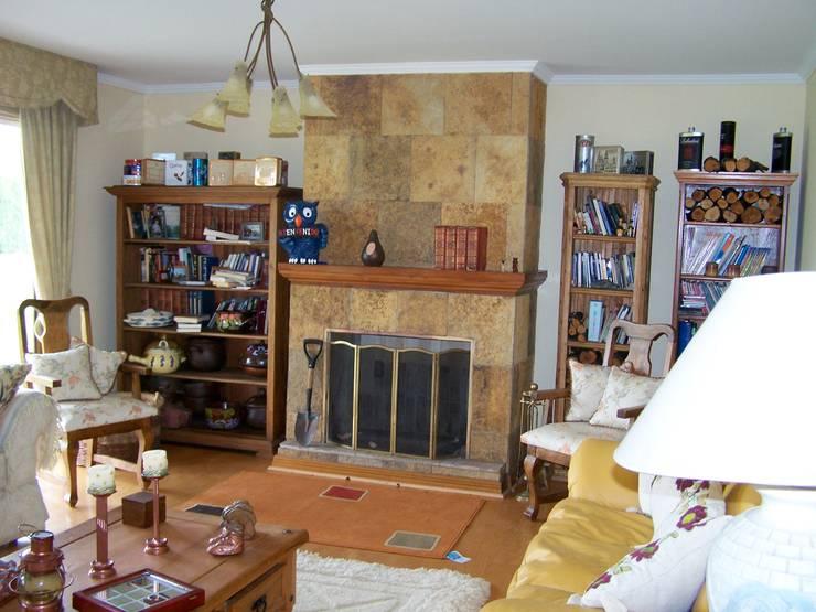 Stone House-. 210m2- Padre Hurtado: Livings de estilo  por Casabella