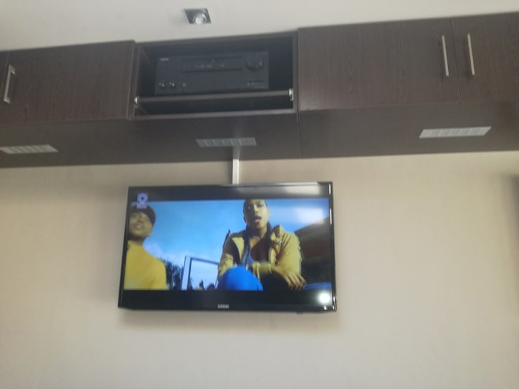 Bar Sound and Dstv setup:  Patios by Rounded Pixels Media, Rustic