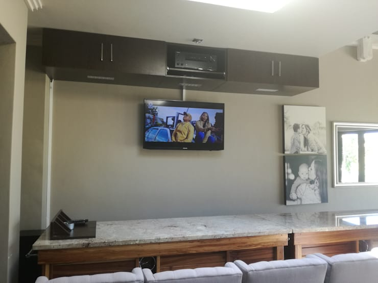 Bar Sound & HD picture setup:  Patios by Rounded Pixels Media, Rustic