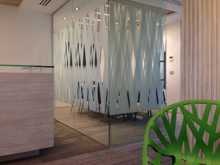OFICINAS HEREDIA: Oficinas y tiendas de estilo  por RH+ ARQUITECTOS