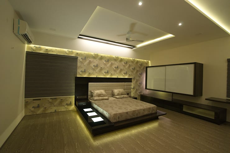 master bedroom:  Bedroom by Hasta architects,Modern
