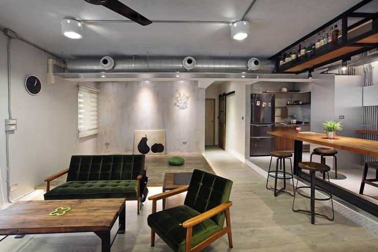 Living room by 森畊空間設計, Industrial Wood Wood effect