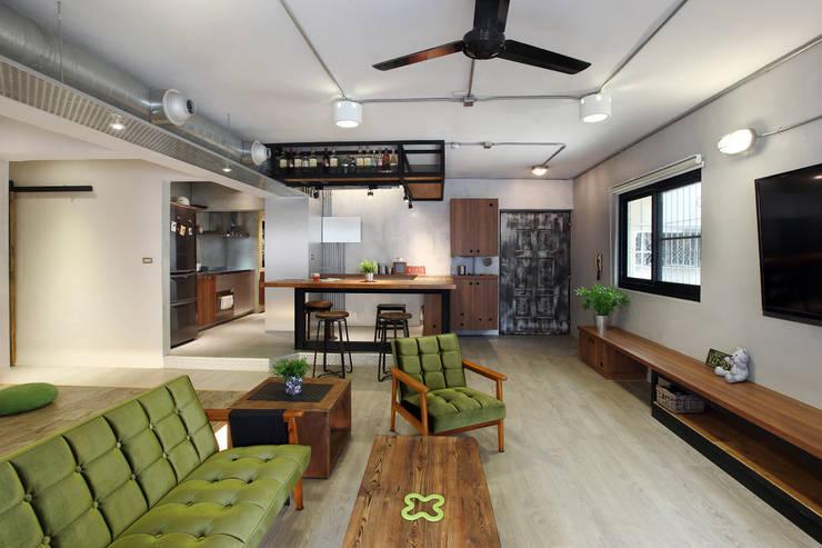 高雄衛武營公寓住宅 - 開放式客廳:  客廳 by 森畊空間設計