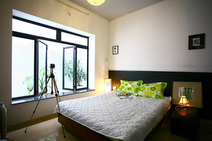 Thắm Đượm Nét Quê Trong Thiết Kế Nhà Phố 2 Tầng Ở Đà Nẵng:  Phòng ngủ by Công ty TNHH Xây Dựng TM – DV Song Phát