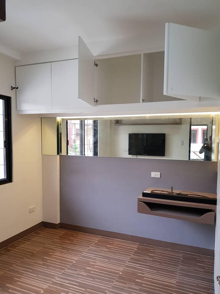 Vergara Family Residence:  Corridor and hallway by Yaoto Design Studio