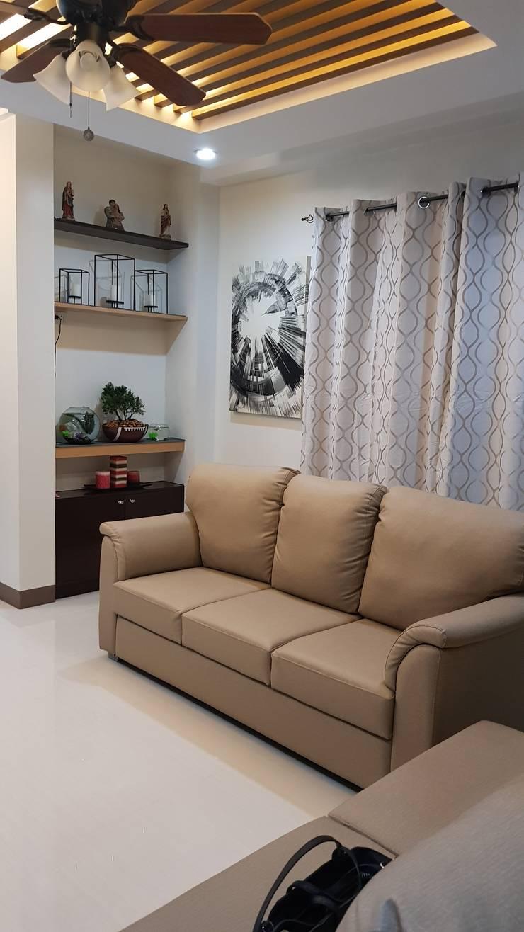 Vergara Family Residence:  Living room by Yaoto Design Studio