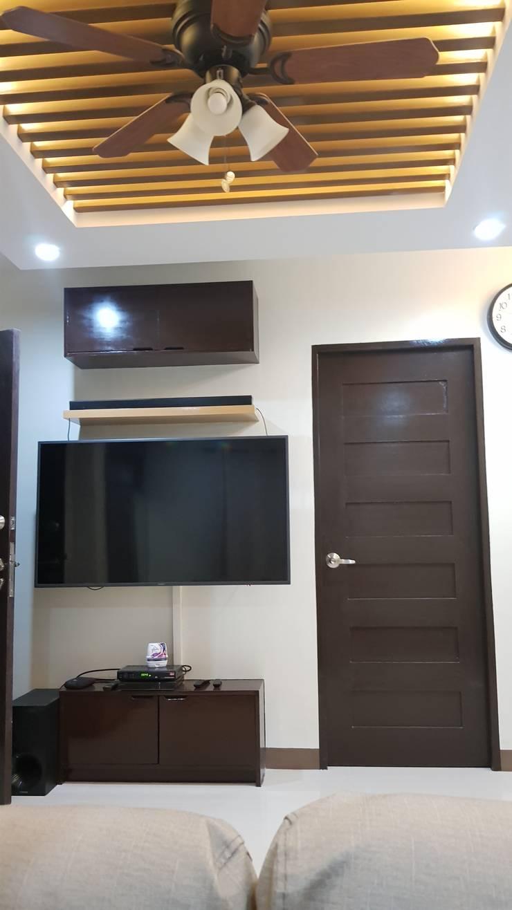 Vergara Family Residence:  Media room by Yaoto Design Studio