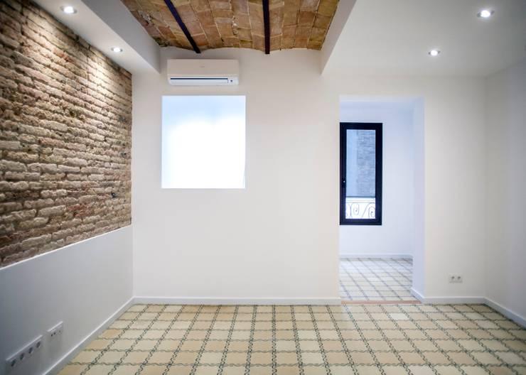 Salón: Salones de estilo mediterráneo de Grupo Inventia