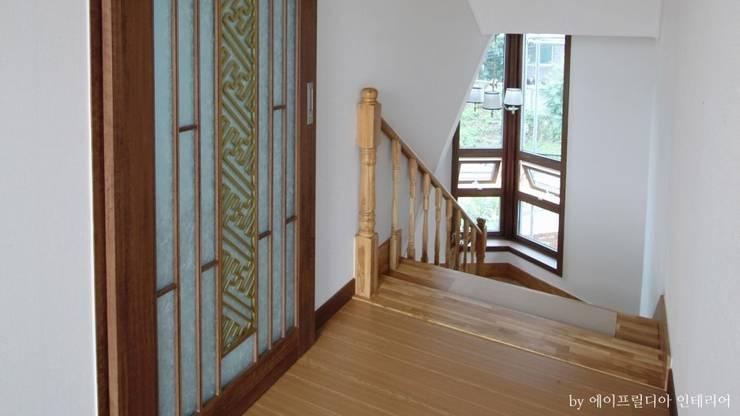 부여 석동리 전원주택 / 2F: 에이프릴디아의  계단,