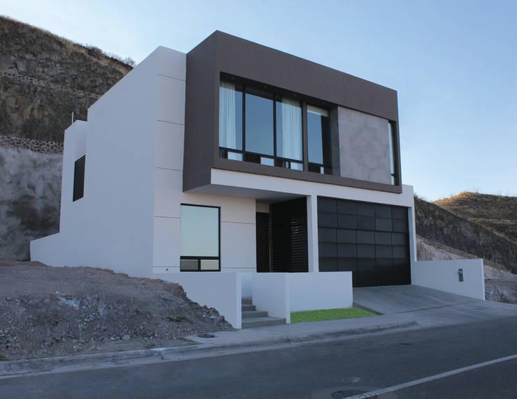 Residencial Pedregal: Casas de estilo moderno por Grupo Involto