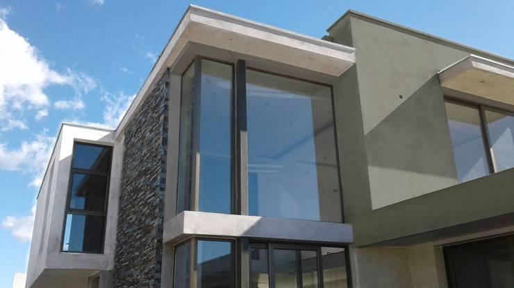 Vivienda en Cortaderas de la Noria: Casas de estilo  por Azcona Vega Arquitectos