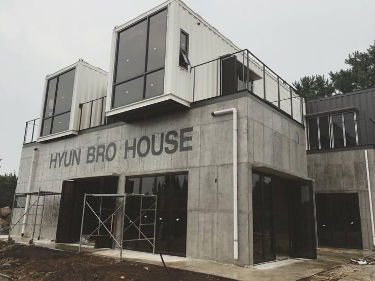 현브로하우스: 디자인브라더스의  테라스 주택,모던 철근 콘크리트