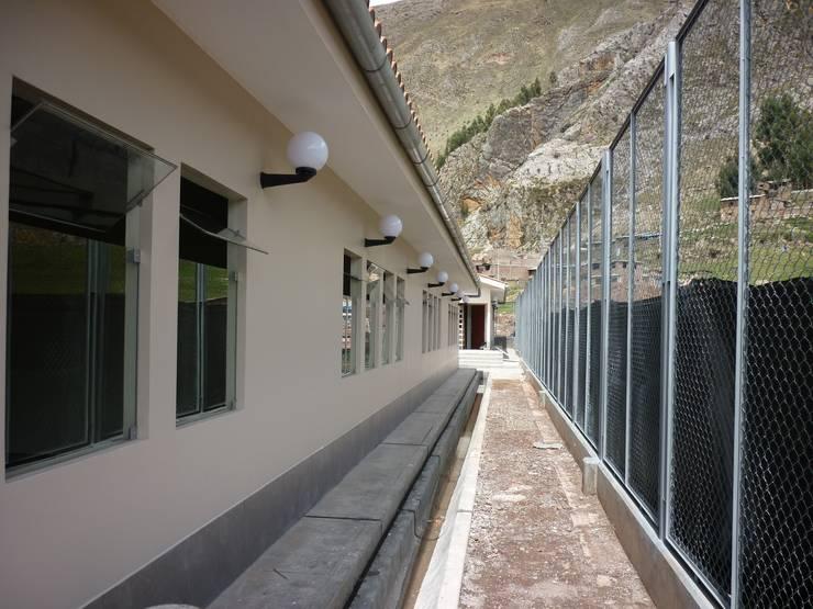 Conafovicer: Edificios de oficinas de estilo  por ELCICSA