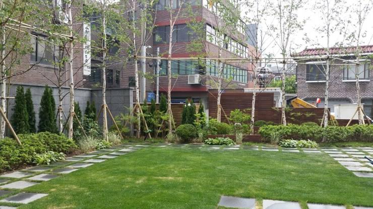 상업정원_서울시 마포구 아만티 호텔 서울 정원 프로젝트: (주)더숲의  호텔,모던