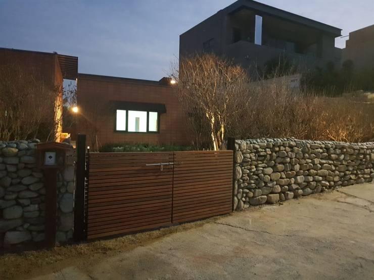 주택정원_부산 기장군 단독주택 정원 프로젝트: (주)더숲의  정원,