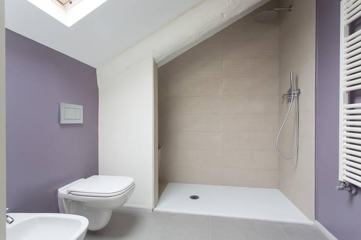 Casa U+M: '800 reloaded: Bagno in stile  di Architetto Francesco Franchini