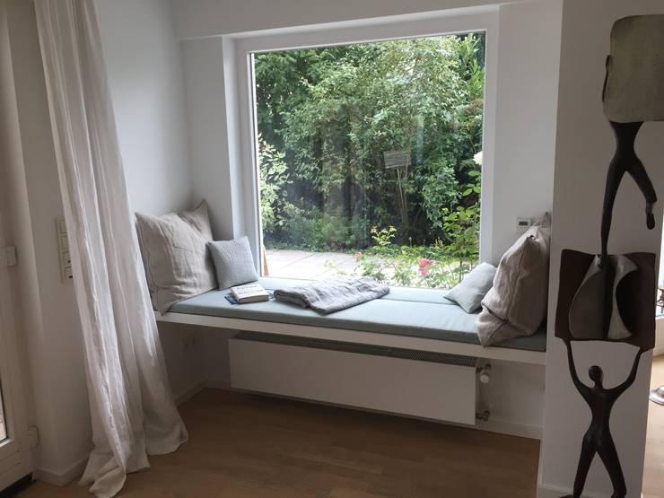 Sitzecke auf der fensterbank einrichtungsideen - Fensterbank zum sitzen bauen ...