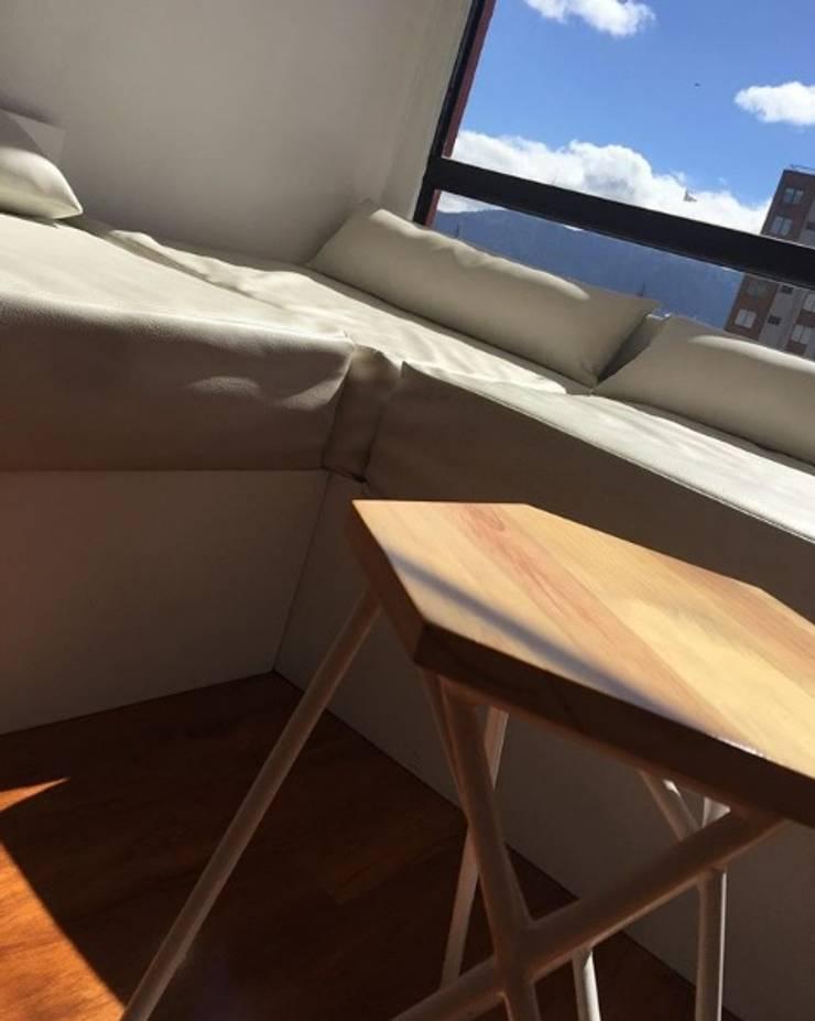 Mobiliario e interiorismo : Hogar de estilo  por Felipe Lara &  Cía