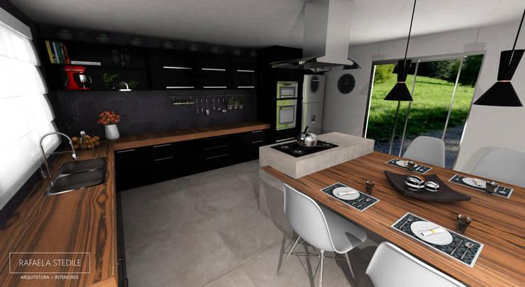 Cozinha com Bancada de Madeira: Armários e bancadas de cozinha  por Rafaela Stedile Arquitetura + Interiores