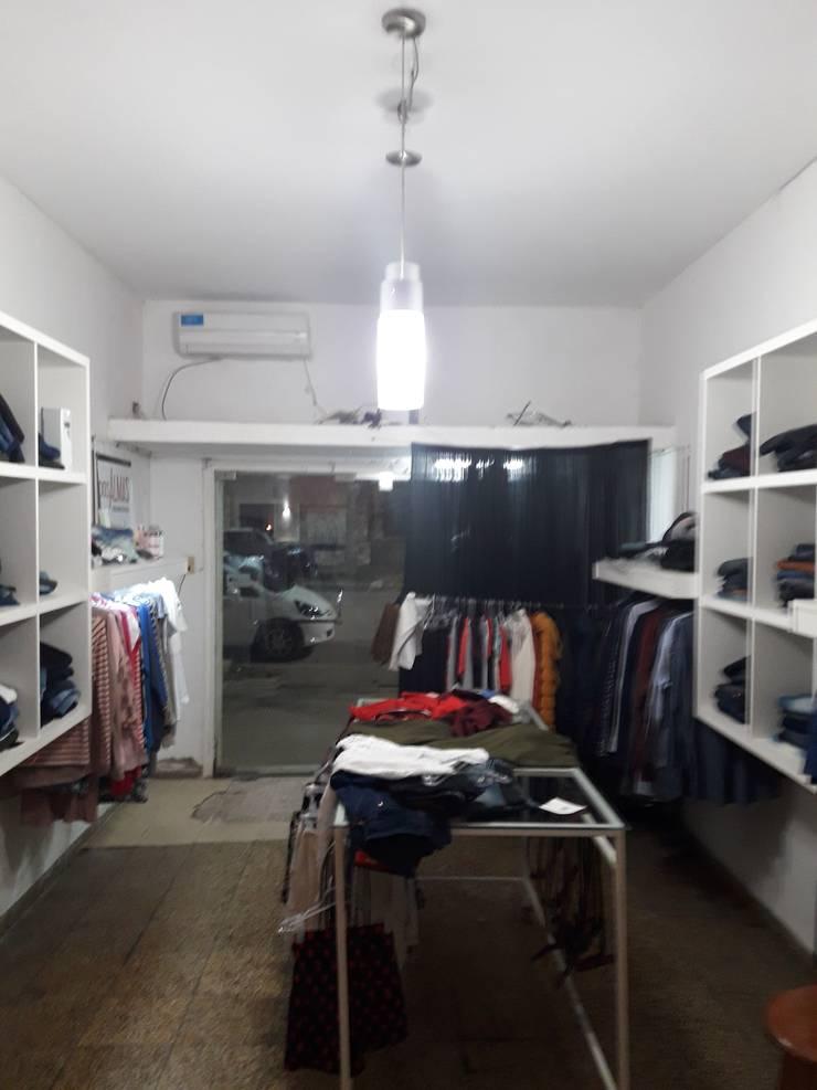 Antes de la remodelación : Vestidores y placares de estilo  por Arq. Melisa Cavallo