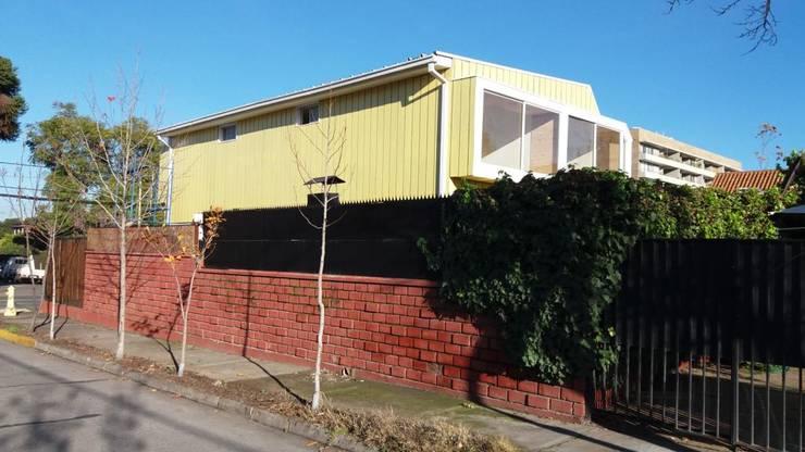 Convertimos una casa en mini hotel: Ventanas de PVC de estilo  por Arquitectura & servicios aociados