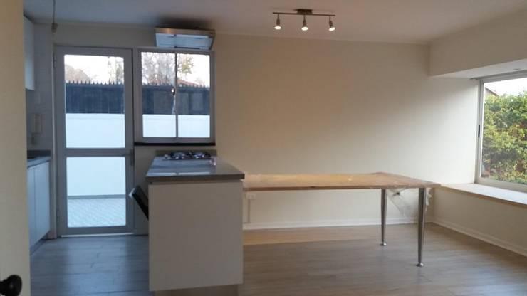 Convertimos una casa en mini hotel: Muebles de cocinas de estilo  por Arquitectura & servicios aociados