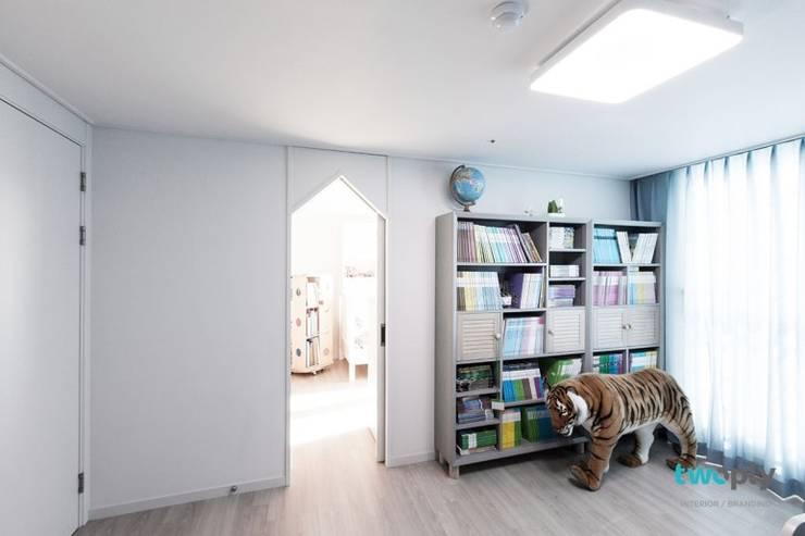 익산인테리어 익산 포스코 더샵 40평대 아파트인테리어 by 디자인투플라이: 디자인투플라이의  아이방,