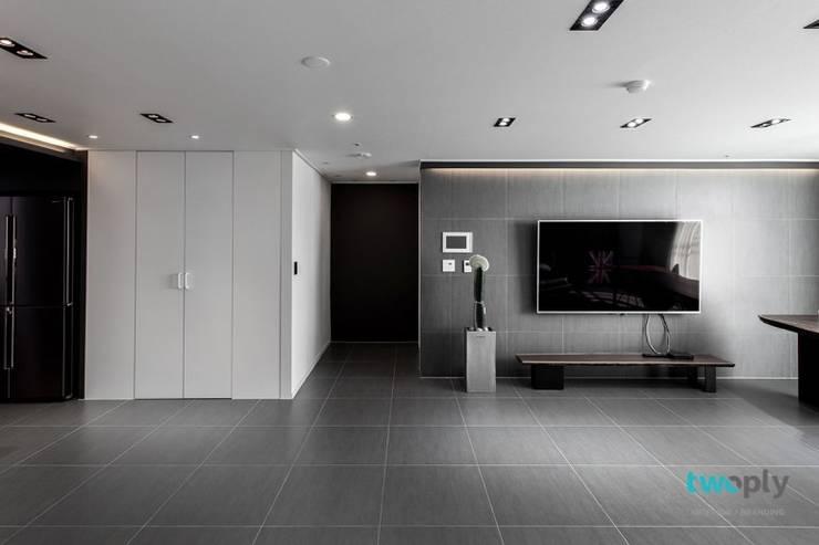 익산인테리어 익산 포스코 더샵 40평대 아파트인테리어 by 디자인투플라이: 디자인투플라이의  거실,