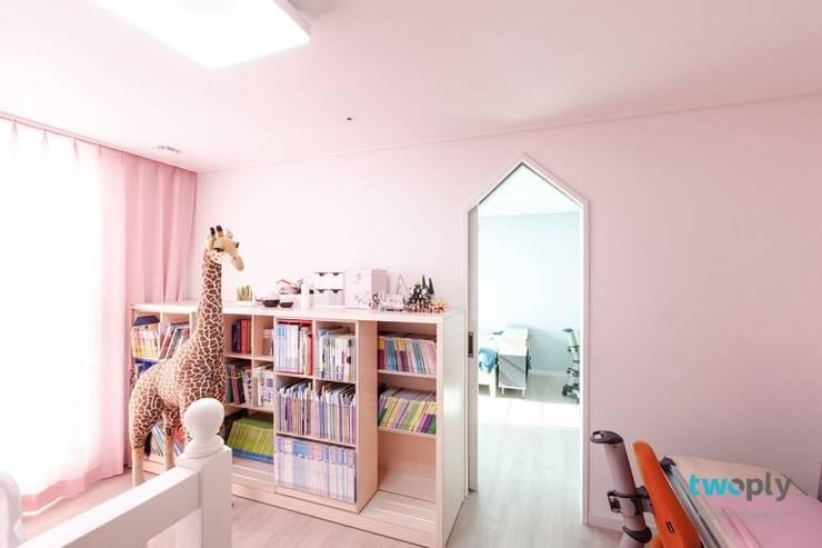 Dormitorios infantiles de estilo  por 디자인투플라이