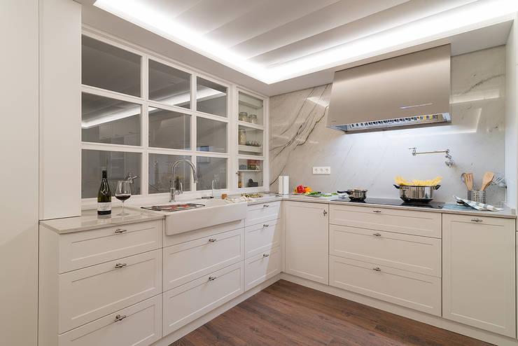 مطبخ تنفيذ Gumuzio&PRADA diseño e interiorismo