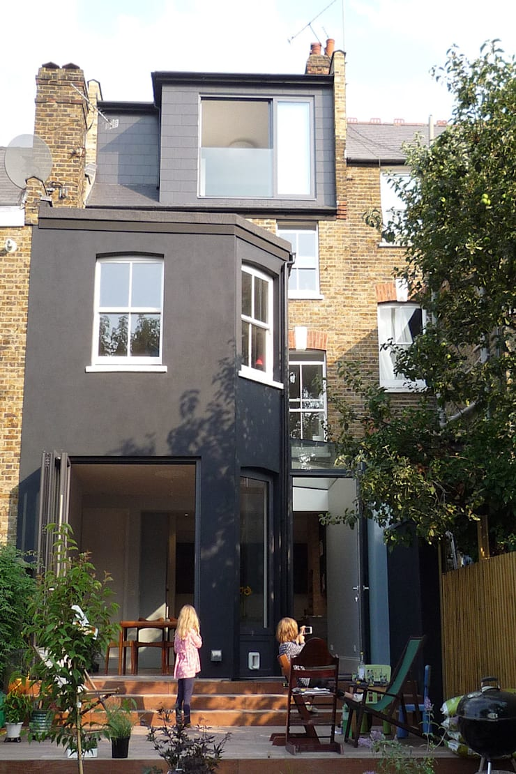 Rear View:  Terrace house by A2studio